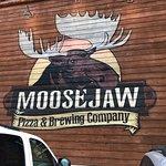 Фотография Moosejaw Pizza & Dells Brewing Co.