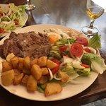 steak salade et pomme de terre tres bon