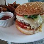 Un burger au Fromage à Malices