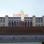 科學館門前的巨大毛澤東雕像