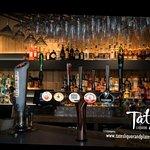 صورة فوتوغرافية لـ Tates Liquor and Plates