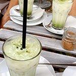 Iced Kokos Matcha Latte