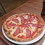 Milano salami, pizza