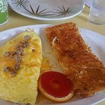 Omelet and hashbrowns