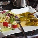 Salaatti jalopenoilla vai Jalopenat salaatilla?