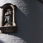 Brugge photo walk - Madonna and shadows