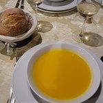 Iniziamo con una delicata 'soup of the day' alla zucca