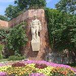Auf dem Weg zum Schloßberg sind einige Statuen von Historischer Bedeutung