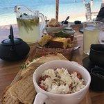 Πρωινό δίπλα στη θάλασσα