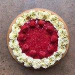 Raspberry & Pistachio cake