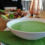 Eigentlich gut, aber versalzen: Broccolisuppe.