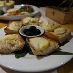 FROMAGE CONFITURE - Gourmet platter of Reblochon cheese melted over bread