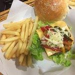 Foto de Burger House Kata Beach