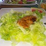 Pierś z kurczaka na sałatach (roszponka i rukola),wymaga mega wyobraźni i wzrokowej i smakowej :