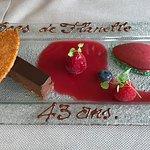 """Dessert chocolat et sorbet griotte ; sympathiqe d'écor """"anniversaire de mariage"""""""