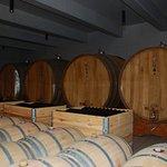 Ein Teil der Weinfässer