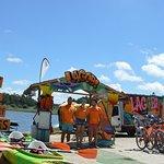 التزلج على الأمواج وركوب الأمواج بالألواح الشراعية والتزلج على الماء بالمظلات