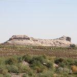 横から見たトプラクカラ遺跡