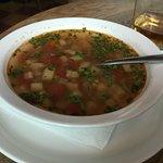 Суп больше подойдёт вегетарианцам и женщинам, выезжающим на пляжный отдых.