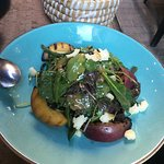 Green salad (with grilled peaches & green beans)