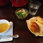 スープ、パン、サラダ
