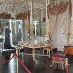 la sala degli specchi nel castello di donnafugata