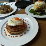 Brunch pancakes, croque madame με πίτα