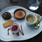 Café gourmand très bien présenté, moelleux chocolat tiède un régal !