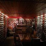 Gloria Wine Cellar Foto