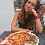 Pol pizza, pol salat - mnam!