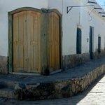 típica casa cacheña, con sus dos puertas en la esquina mocha