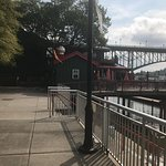 Foto van Calhoun's On The River