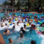 Foam party dans la piscine