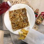 что касается еды, готовят быстро, картошка просто идеального размера, намного толще чем в маке..