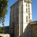 La porte de l'Horloge face à l'avenue du Chateau à Vincennes