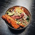 Superfood Bowl mit Humus und Buchweizen
