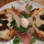 Metà parmigiana, metà salsiccia e friarielli