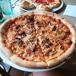 Foto de Mom's Kebab & Pizza