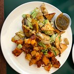 Tofu Wok with country potatoes and apricot chutney