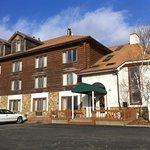 Casa Loma Inn & Suites
