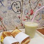 Heartfelt super good ham+cheese+egg toast and banana+kiwi smoothie. Love it!