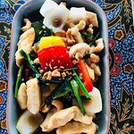 Gad pad met mamuang - stir fried chicken and cashew nuts
