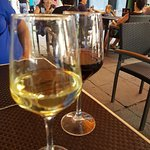 Wijn is prima maar geen tapas en onvriendelijke bediening
