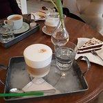 originálne servírovanie, skvelá káva aj koláčik