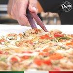 A pizza tem hora marcada na Demo Urban Bakery!🕚 A partir das 11 da manhã poderá degustá-la no n