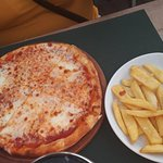 "small 10"" pizza with a portion of chips."