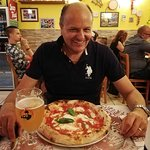 Pizza pomodoro mozzarella acciughe semplice ma gustosissima