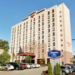 Hampton Inn New York - LaGuardia Airport