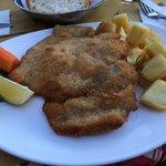 Das Milaneser Schnitzel. Statt mit den üblichen Fritten mit potato al forno.