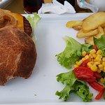 Hamburger Memphis con carne di Fassone, formaggio cheddar e cipolla caramellata 🤤